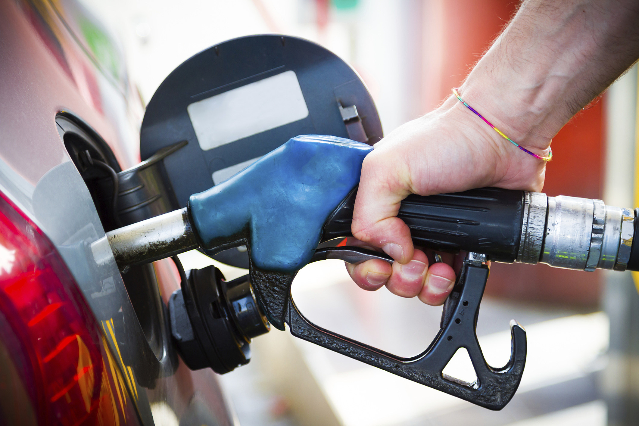 Gas prices rise to highest since September 2015